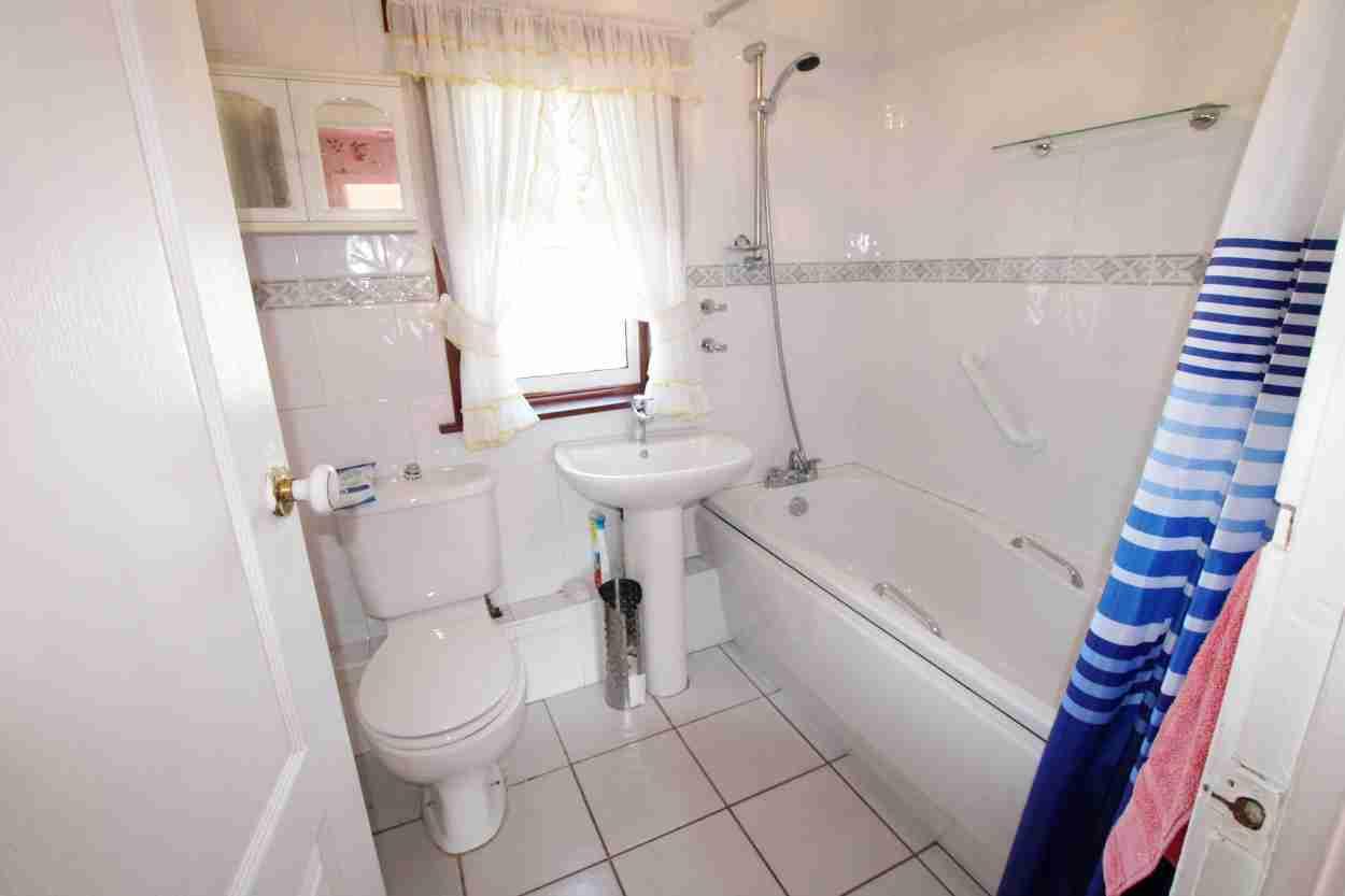 Limetree Aveune Bellshill Bathroom
