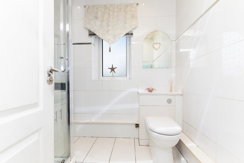 Footfield Road Bathroom