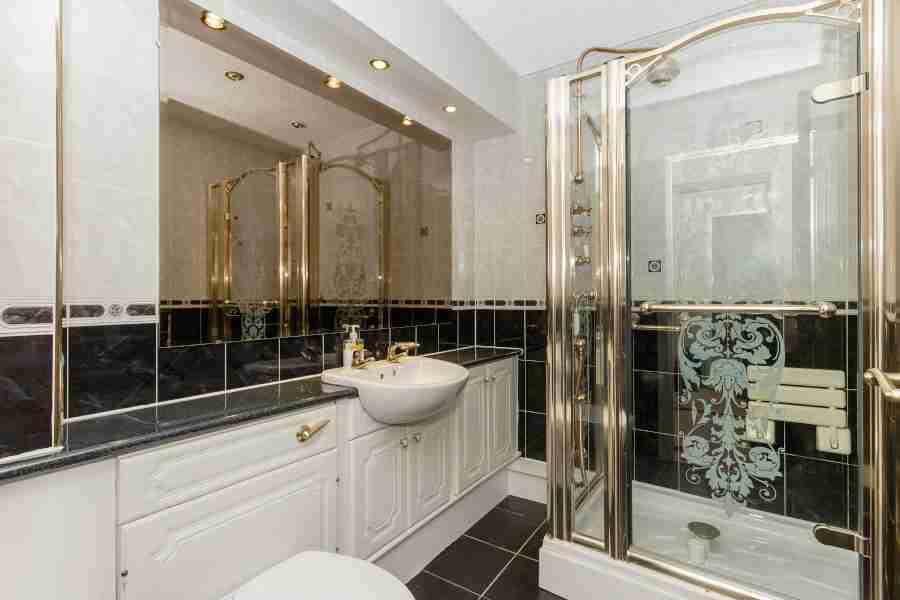 Bathroom Woodend Court