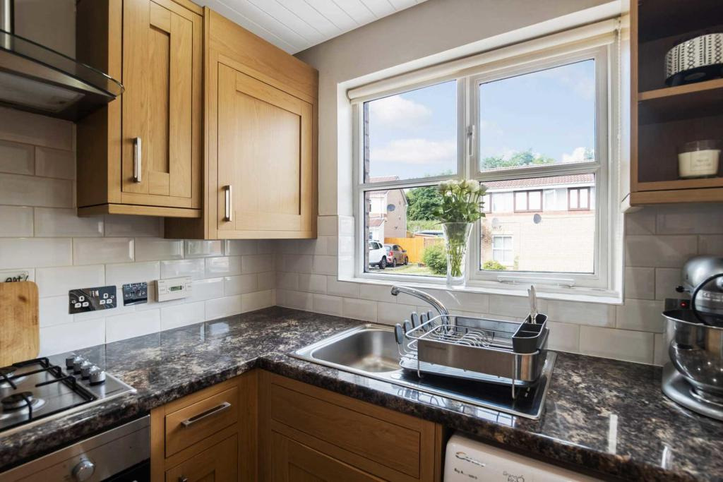 Murray Crescent Kitchen 2