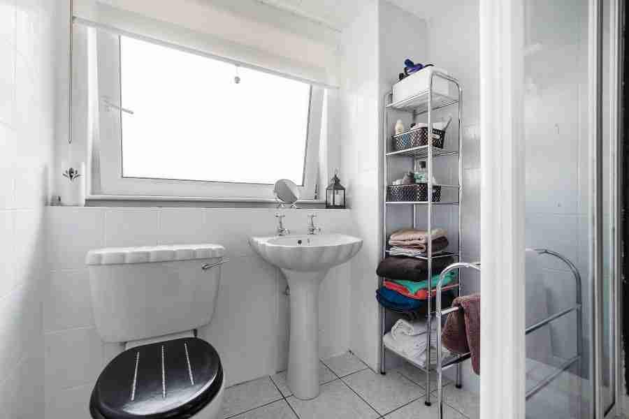 Shirrel Bathroom