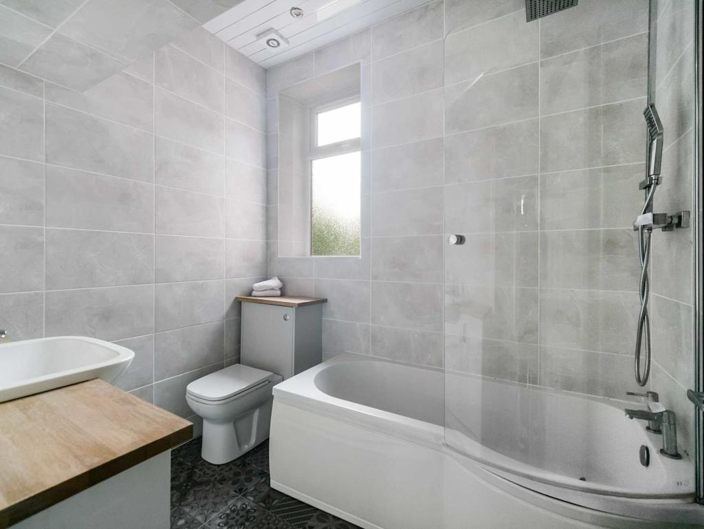 Church Avenue Newmains Bathroom