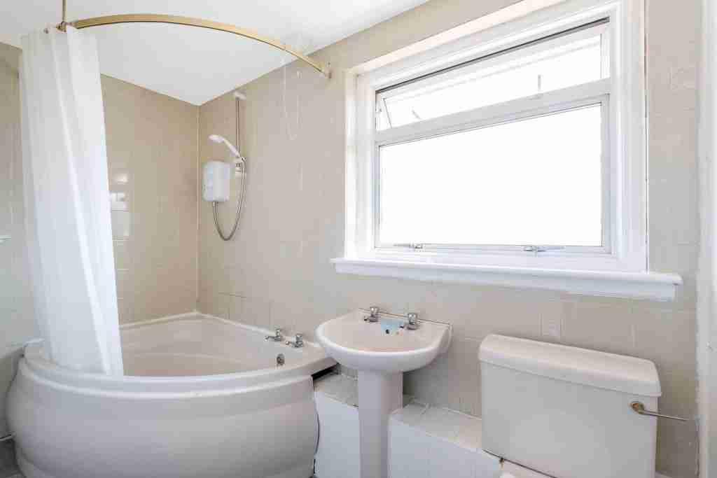 Coursington Gardens, Motherwell Bathroom 2
