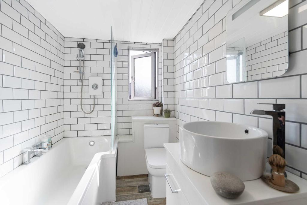 Main Street Blantyre Bathroom