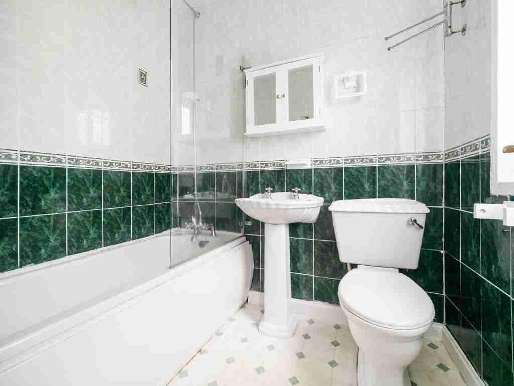 Moss Avenue Caldercruix Bathroom