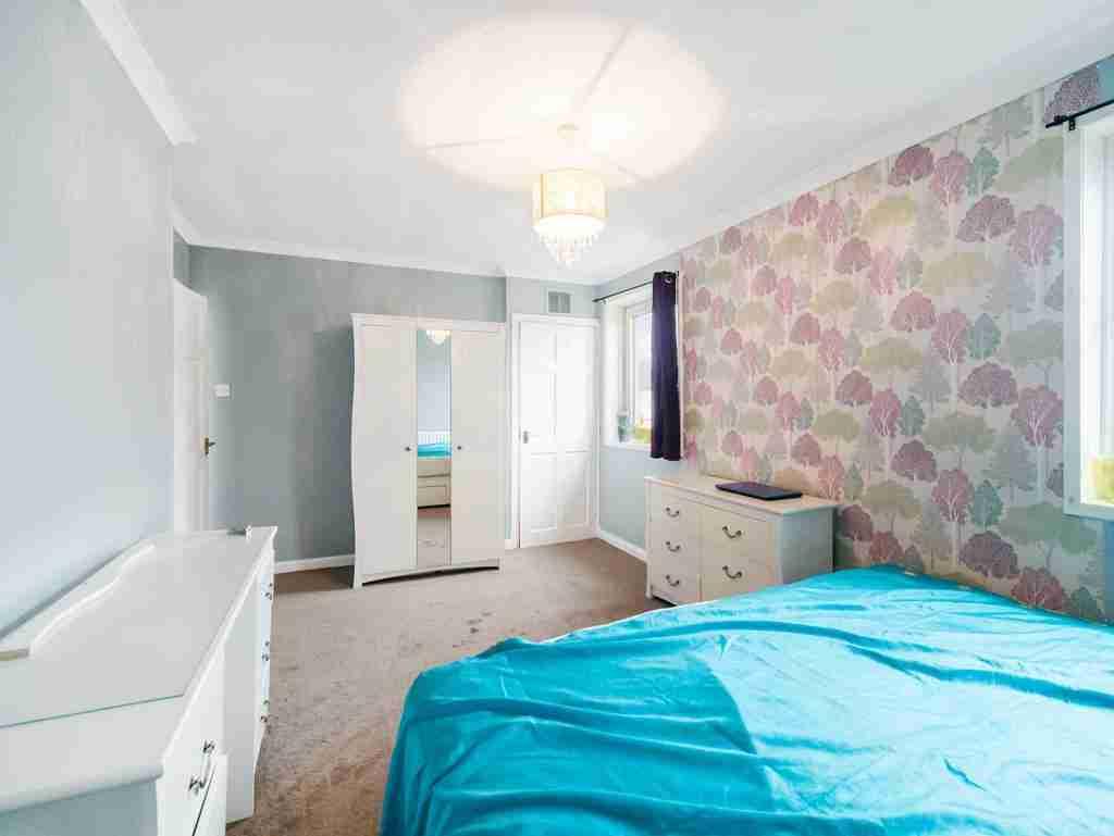 Moss Avenue Caldercruix Bedroom 2