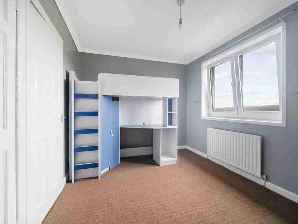 Moss Avenue Caldercruix Bedroom 3