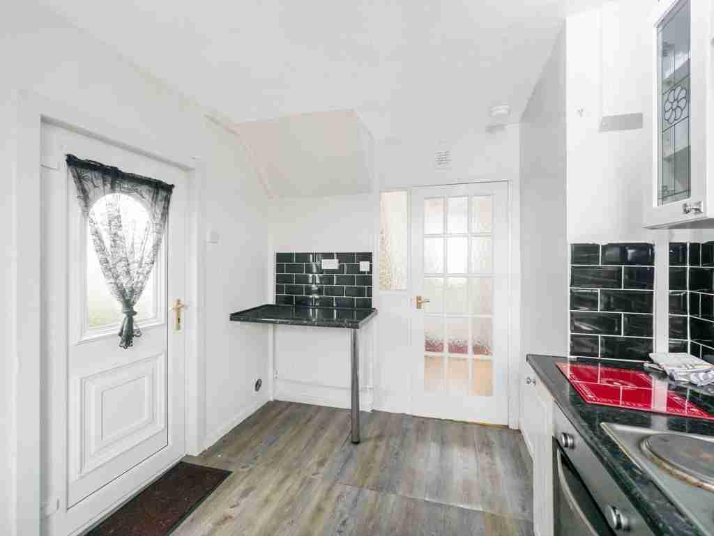 Moss Avenue Caldercruix Kitchen 2