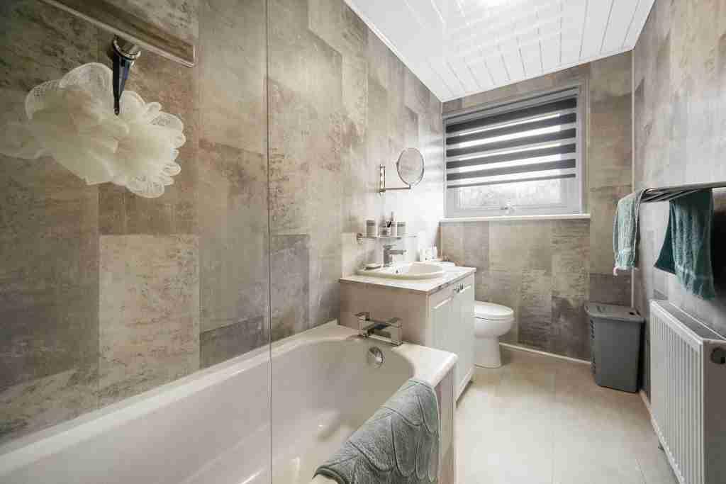 Pitreavie PLace Bathroom