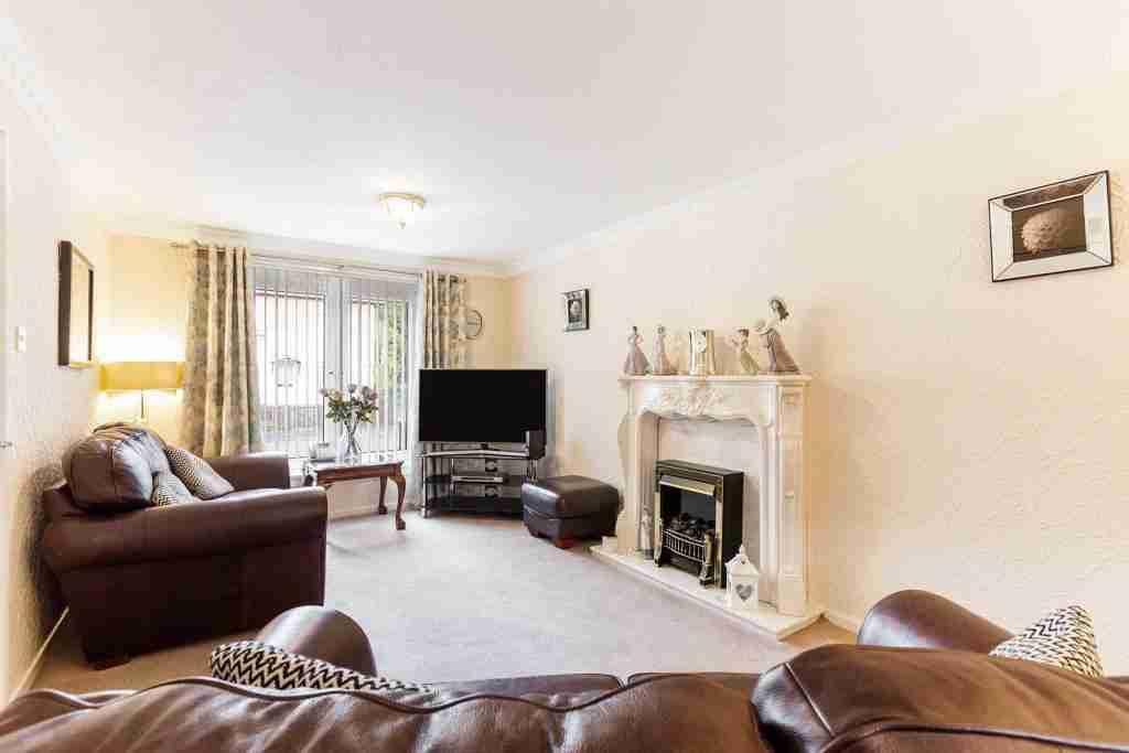 Sapphire Road Bellshill Living room7
